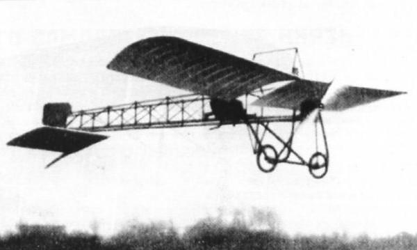 1.Самолет Кудашев-4 в полете.