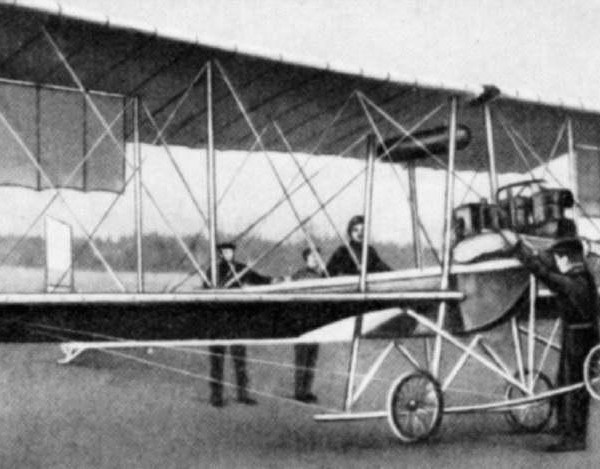 Самолет Гаккель IV перед полётом.