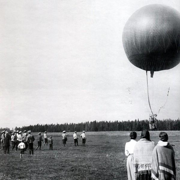 10.Запуск аэростата на Волковом поле. 1909 г.