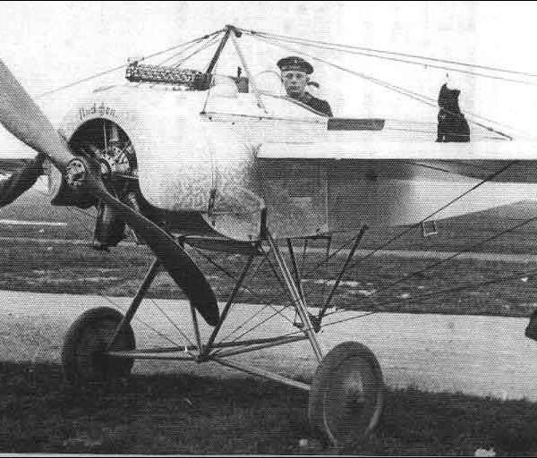 10а.Истребитель Fokker E.I с двигателем Oberursel U.0 .