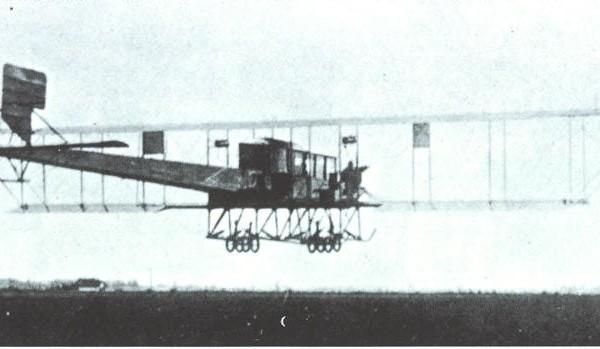 2а.Первый вариант самолета Гранд в полете.