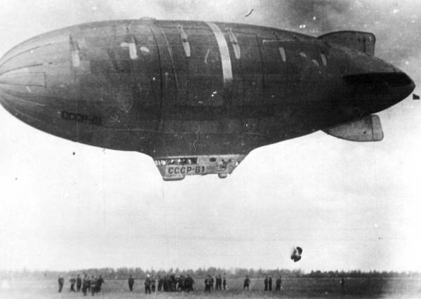 2.Дирижабль СССР-В1 на посадке. 1933 г.