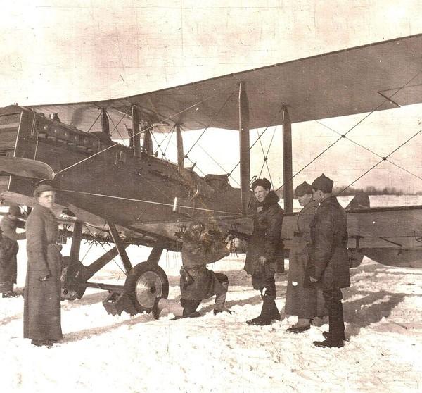 3.Самолет-разведчик Р-1.