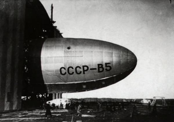 4.Вывод из эллинга дирижабля СССР-В5.