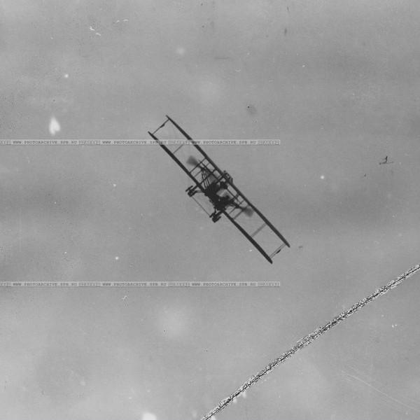 5.Самолет Райт-Абрамович в полете.