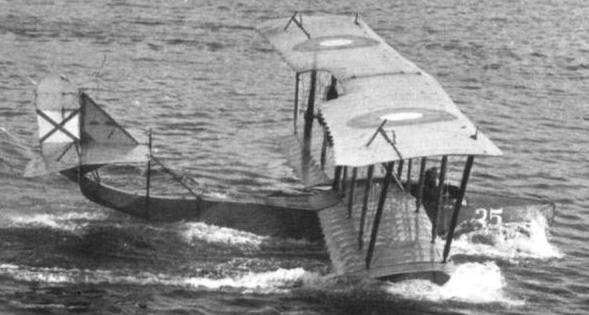 0.М-5 готовится к взлёту. 1915 г.