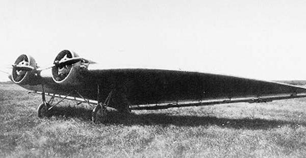 1.БИЧ-14 на лётном поле.