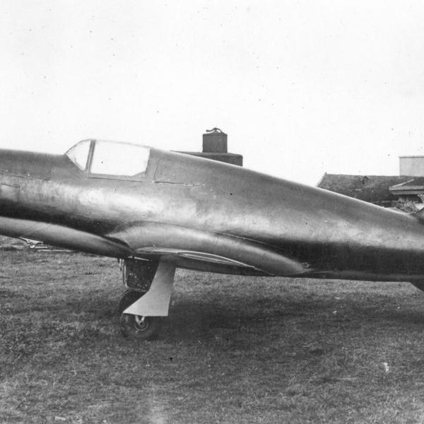 1.Бездвигательная версия самолета БИ-1 (планер БИ-1).