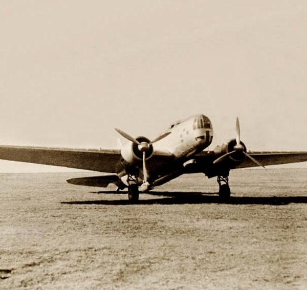 1.ДБ-3Т с подвешенной торпедой 45-36 АВ-А для высотного торпедометания. 1940 г.