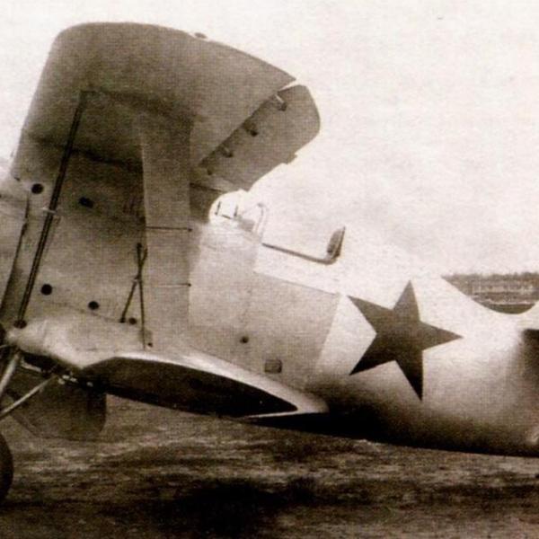 1.И-153УД с деревянной хвостовой частью во время заводских испытаний.