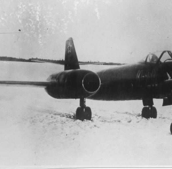 1.Истребитель И-211. 3
