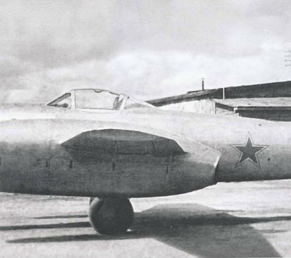1.Истребитель-бомбардировщик Су-11.