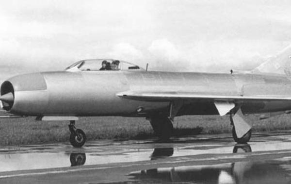 1.Истребитель-перехватчик И-420 (И-3У)
