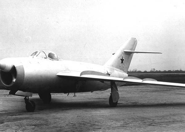 1.Истребитель-перехватчик МиГ-17П (СП-2).