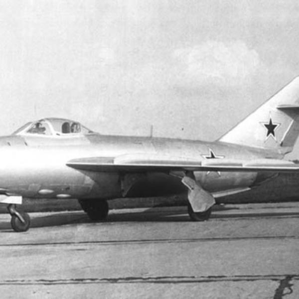 1.Истребитель-перехватчик МиГ-17ПФ (СП-7).