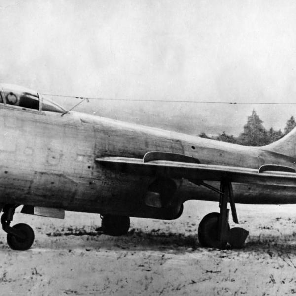 1.Истребитель-перехватчик Су-15 (первый).