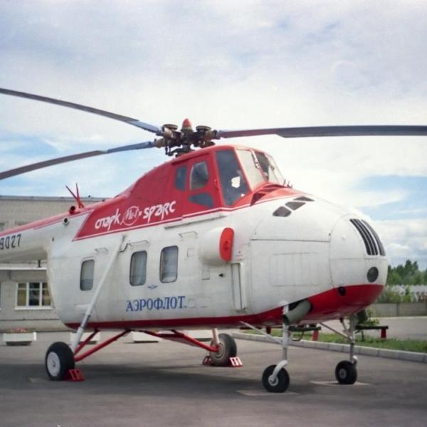 1.Ми-4П во дворе завода СПАРК (бывший завод № 21 ГА).
