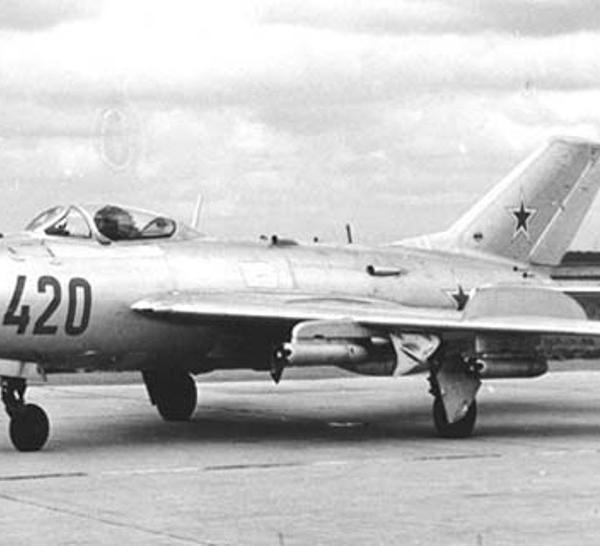 1.МиГ-19 (СМ-2А)