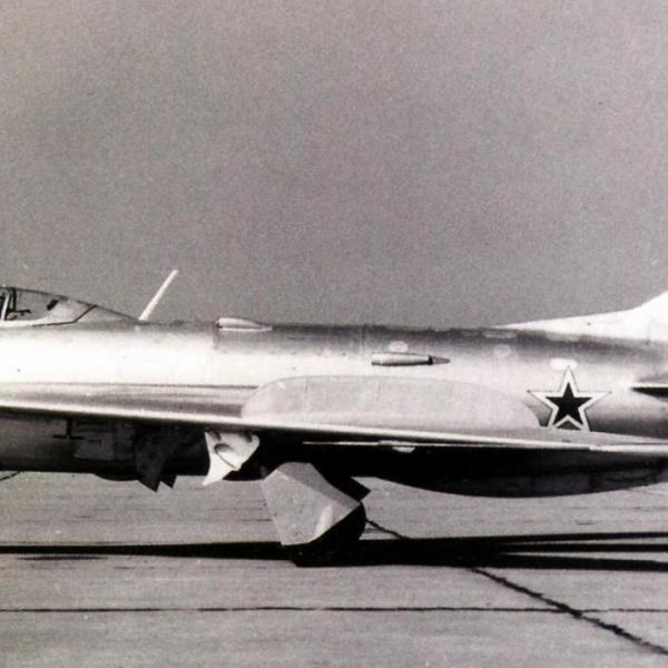 1.Опытный МиГ-19П (СМ-7-1).