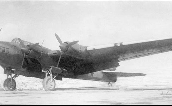 1.Опытный Пе-8 с двигателями М-82.