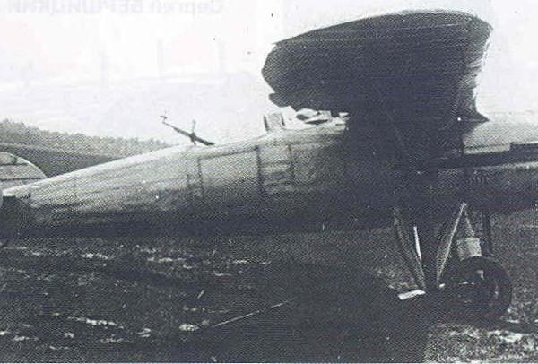 1.Опытный двухместный истребитель ДИ-4.