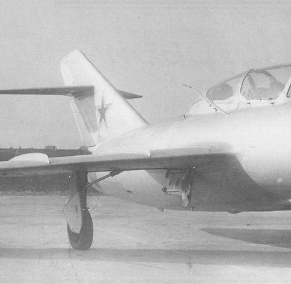 1.Опытный экземпляр МиГ-15УТИ (СТ) на государственных испытаниях в ГК НИИ ВВС.