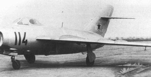 1.Опытный истребитель МиГ-17 (СГ).