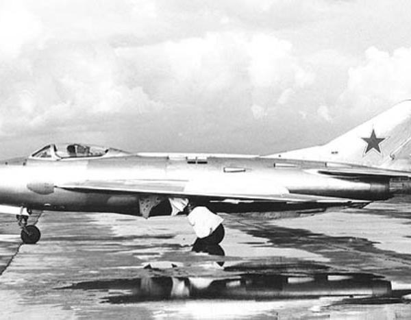 1.Опытный истребитель СМ-12-1.