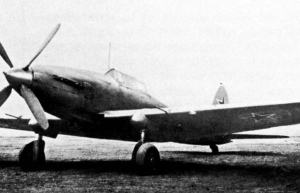 1.Опытный штурмовик Ил-16.