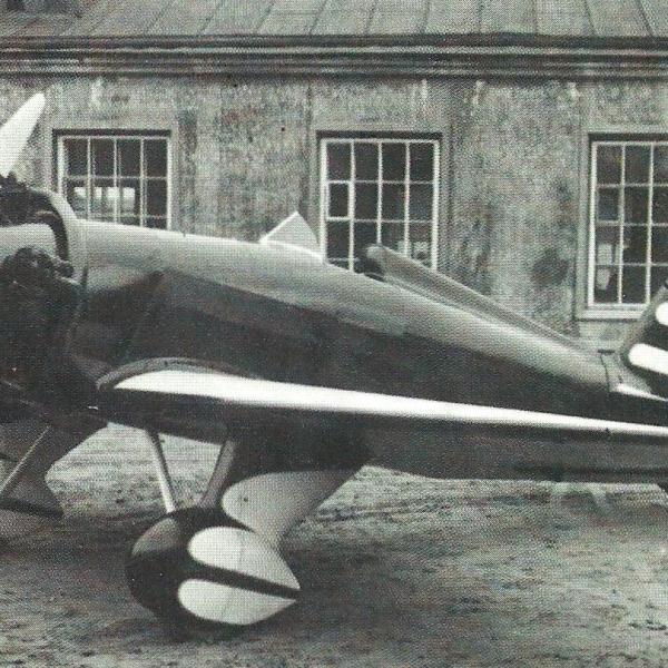 1.Первый УТ-1 во дворе кроватной мастерской. 1935 г.