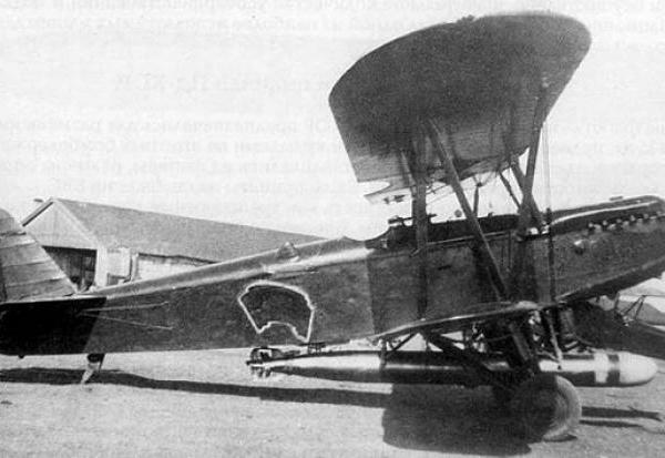 1.Первый экземпляр торпедоносца Р-5Т с торпедой ТАН-12.