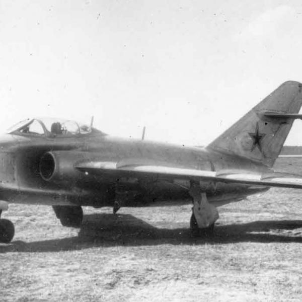 1.Штурмовик МиГ-17 (СН)