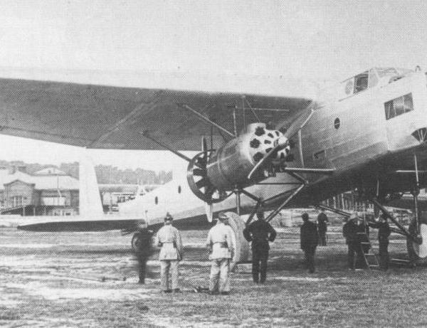 1.ТБ-5 перед пробой двигателей. Ходынский аэродром.30 июня 1931 г..