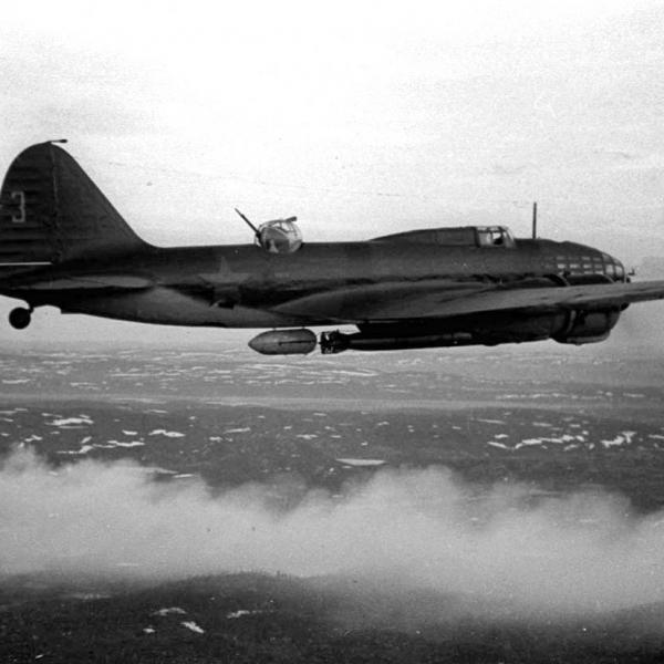 1.Торпедоносец Ил-4Т в полете. Балтфлот. 1941 г.