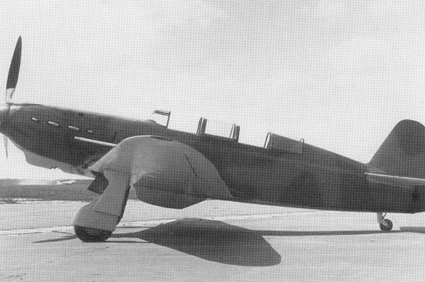 1.УТИ-26 - двухместный учебно-тренировочный вариант истребителя.