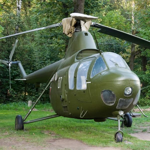 10.Ми-1М на стоянке.