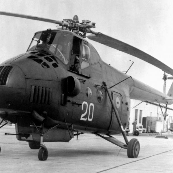 10.Ми-4А ВВС СССР в ремонте.