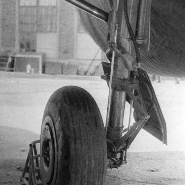 10.Стойка шасси Су-9 (первый).