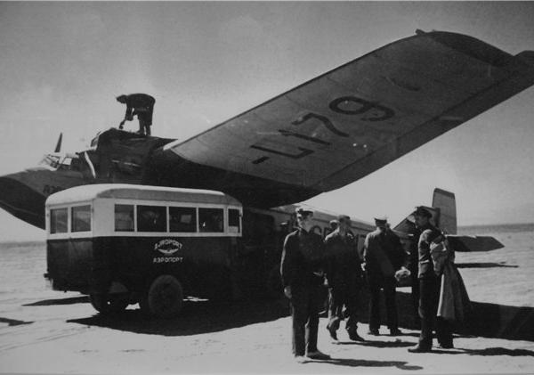 10в.ПС-9 принимает пассажиров.