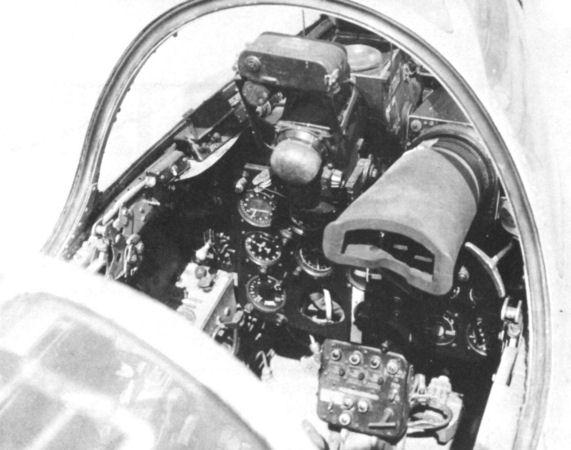 11.Кабина МиГ-17ПФ.