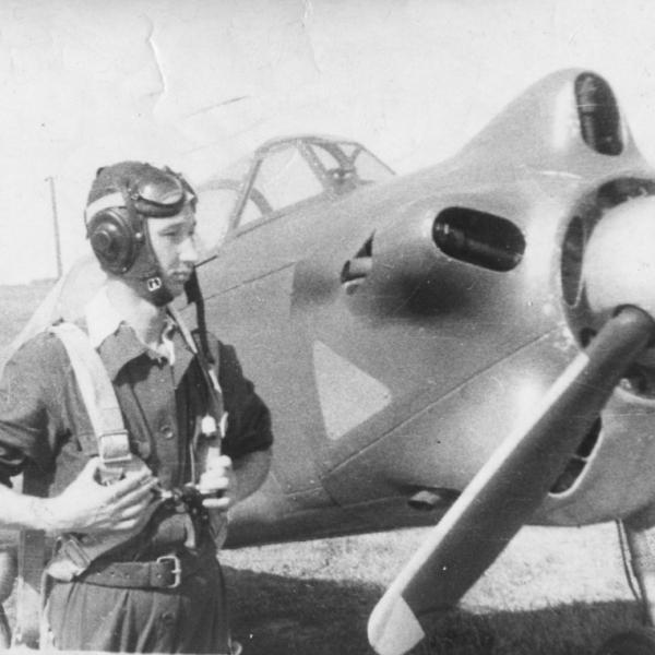 11.Курсант аэроклуба ДОСААФ перед полетом на Як-18.