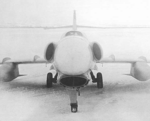 11.Ла-200Б с РЛС Сокол и ПТБ. 1952 г. 3