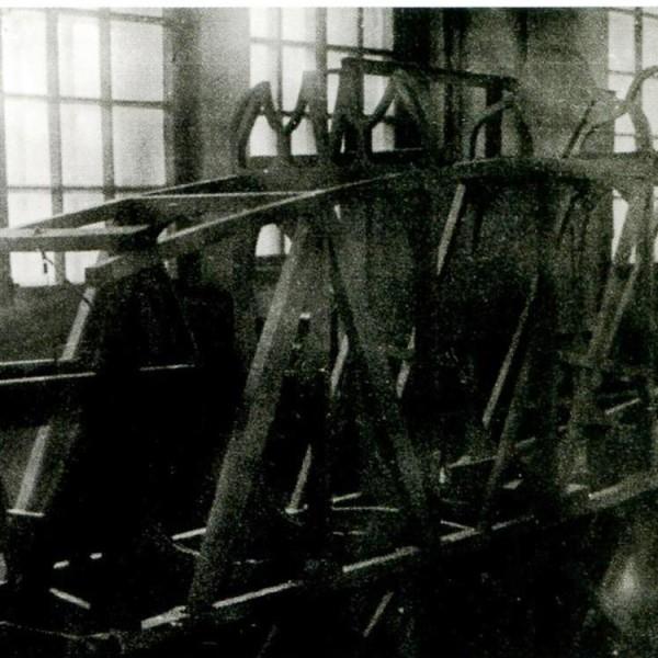 11.Сборка на стапеле каркаса фюзеляжа И-1.