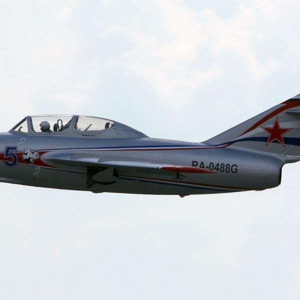 12.МиГ-15УТИ в полете.