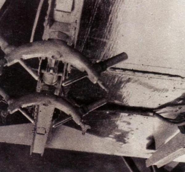 12.бомбодержатель Д-1 под нижним крылом И-5