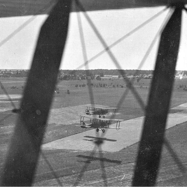 12ж.Пара Р-1 в полете.