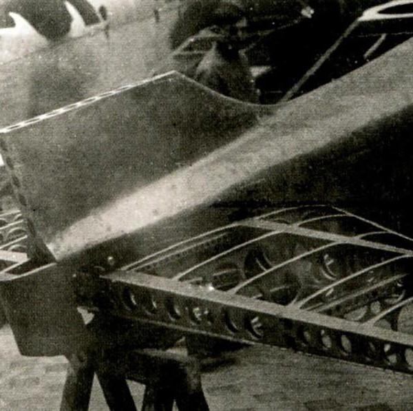 13.Хвостовая часть фюзеляжа И-1 в процессе сборки.
