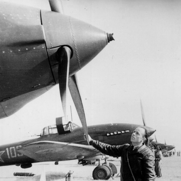13.Ил-10 первой серии на фронте. Апрель 1944 г.