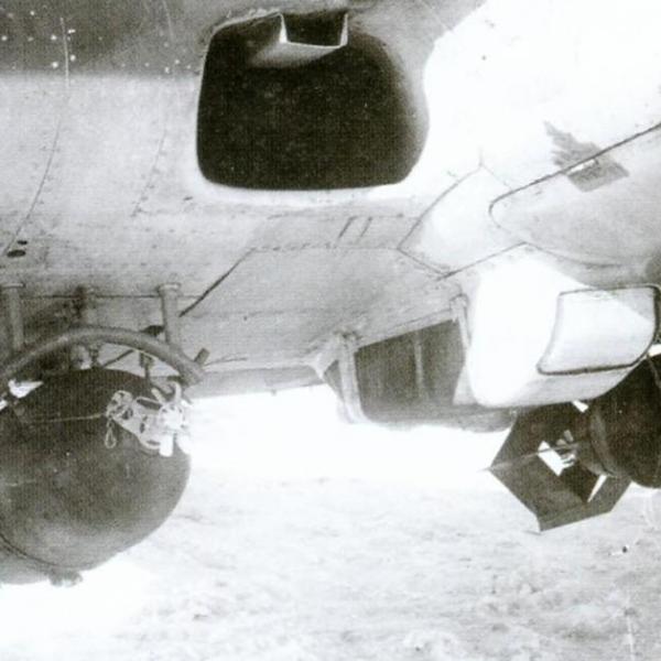 13а.Фугасные бомбы ФАБ-100 на наружных держателях