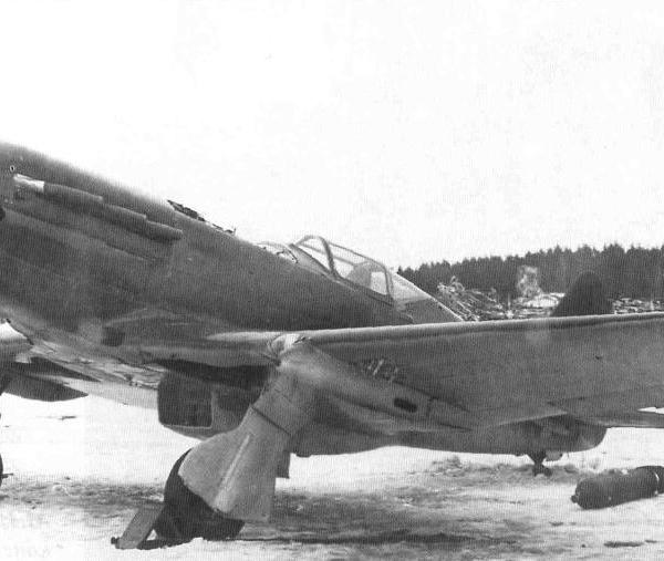 14.МиГ-3 с подкрыльевыми пул. БК.